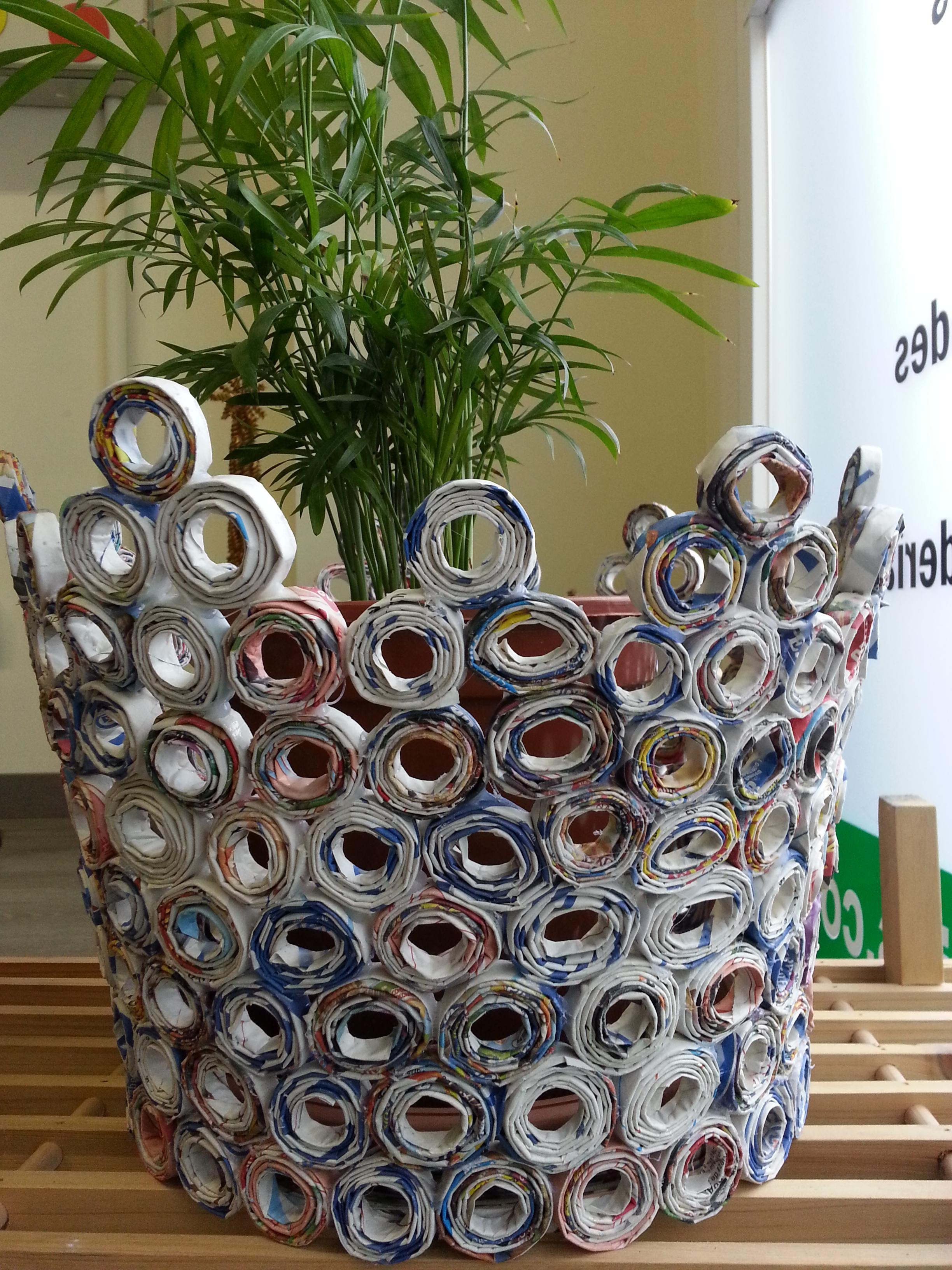 Cestas hechas de papel periodico elblogdeslmcee - Hacer cestas con papel de periodico ...